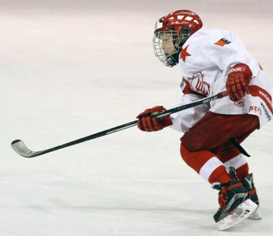 Nutrition-and-young-hockey-player